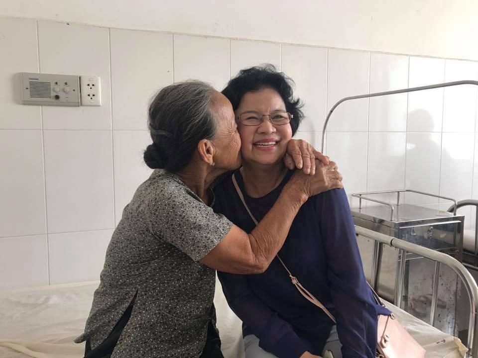 Cty TNHH TMDV Trung Nam Phát tài trợ phẫu thuật mắt cho bệnh nhân nghèo